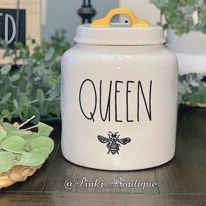💗🐝RAE DUNN {QUEEN} Bee Cookie Jar Food Canister!